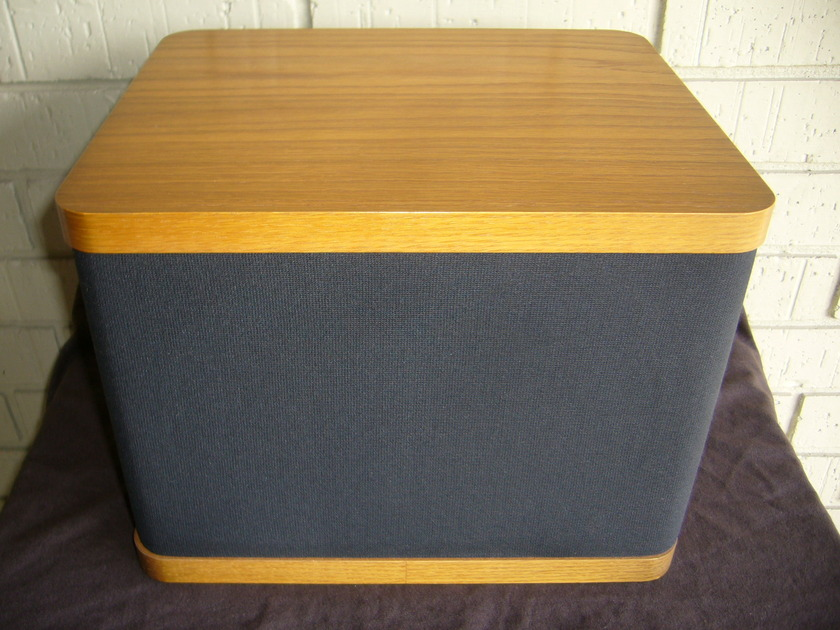 Vandersteen  VCC-1 center channel oak Excellent condition & Free Shipping!