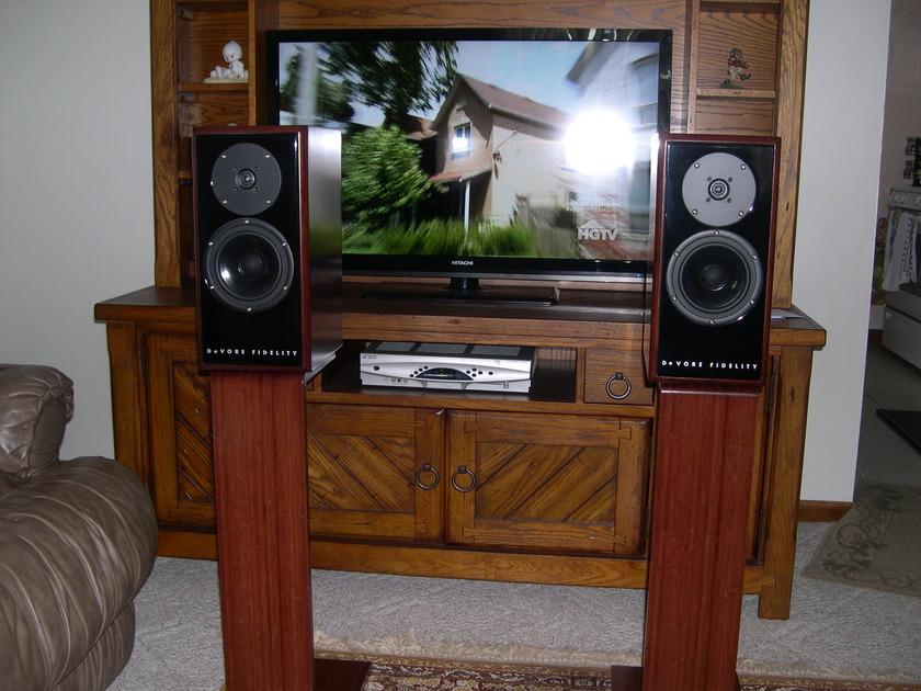 Devore Fidelity Gibbon 3XL With Matching Stands