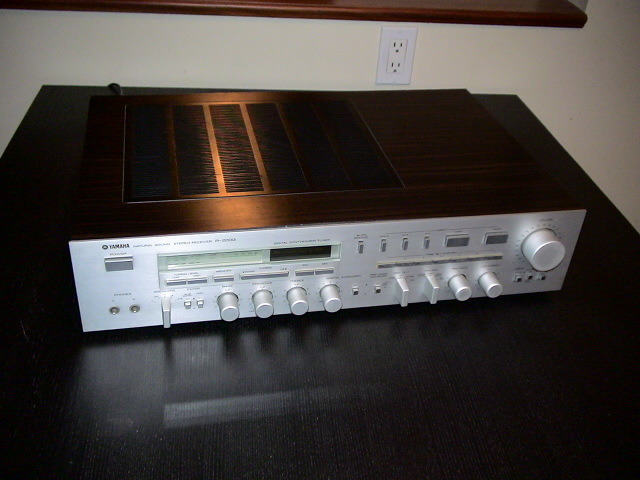 Yamaha  R - 2000 Natural Sound Stereo Receiver