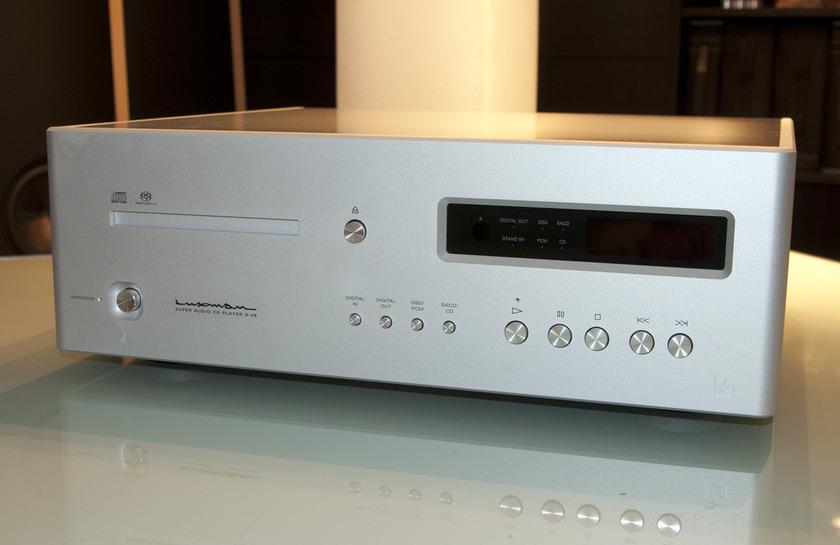 Luxman D-08 CD/SACD Player