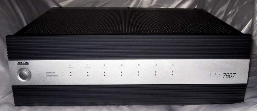 Adcom Gfa-7607 7 channel power amplifier 125w x 7/8 ohms