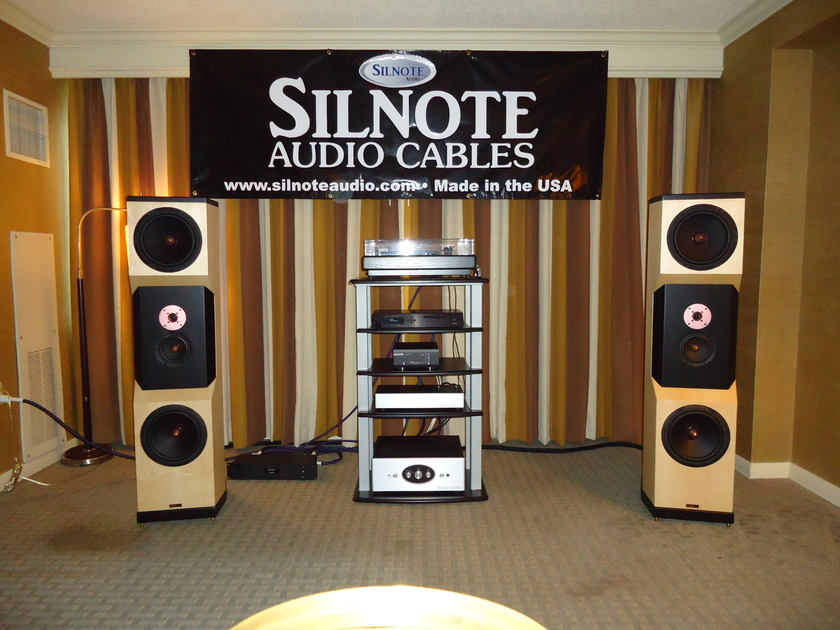 SILNOTE AUDIO at AKFEST 2012 Morpheus Reference RCA 24K Gold/Silver 1 meter pair Excellent Reviews on Silnote Audio Cables!!