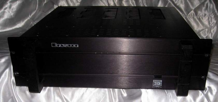 Bryston 9B-ST power amplifier perfect working order with warranty packed in a 9B-SST box