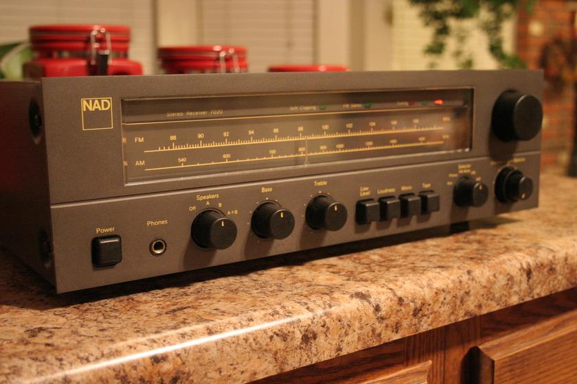NAD Model 7020 receiver   Photos