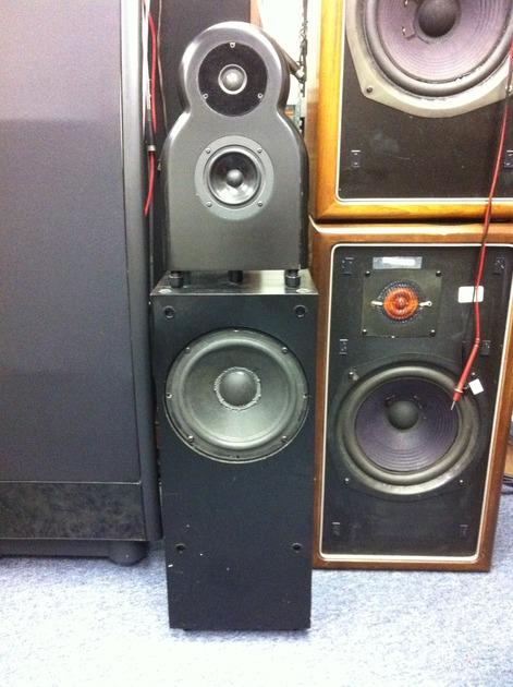 Alon I speakers in Black
