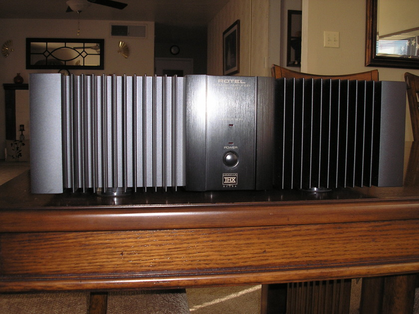 RoteL RB-1080 2 Channel Power Amplifier
