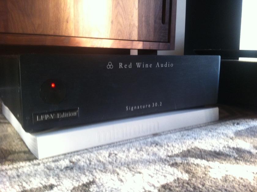 Red Wine Audio Signature 30.2 amplifier Latest LFP-V edition- Beatiful sound!!  Superb condition!