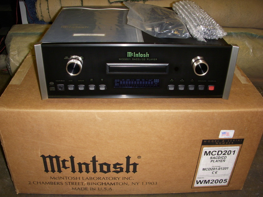 MCINTOSH MCD201 SACD PLAYER UNUSED NEW IN BOX JUST OPENED FOR PICTURES