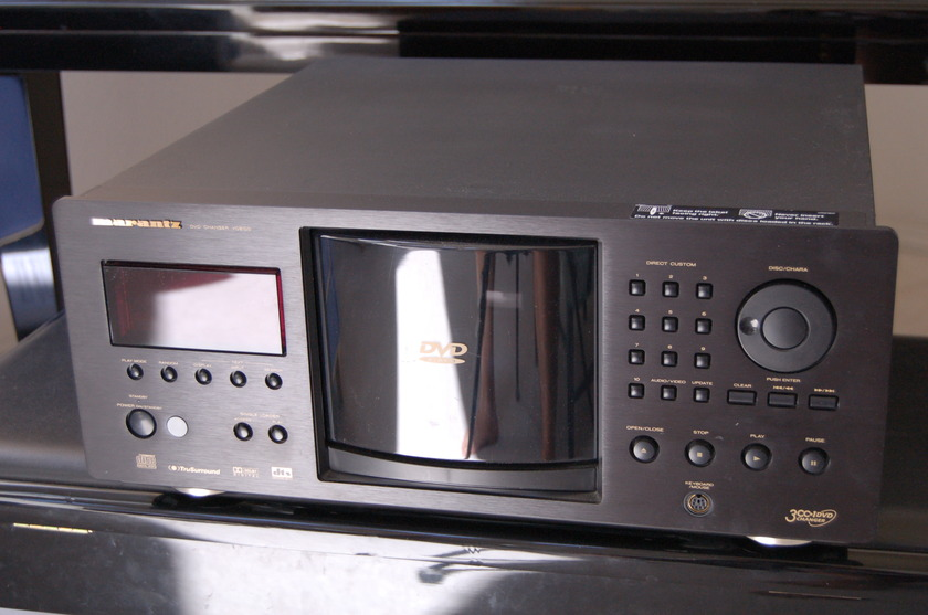 Marantz VC8100 301 Disc DVD player