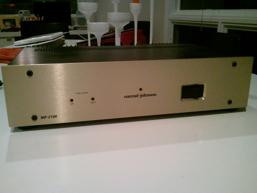 Conrad Johnson MF-2100 Amplifier