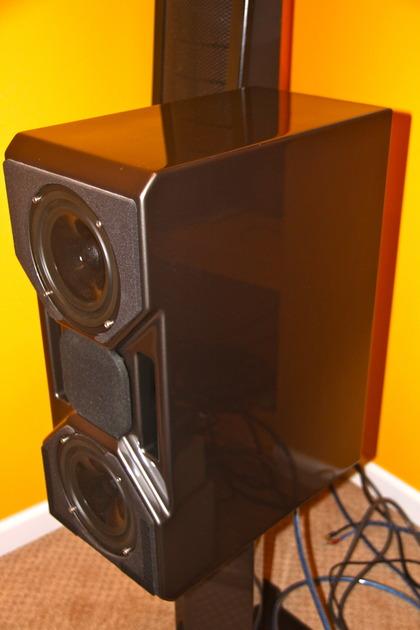 Wilson Audio CUB 2 CUB Mk2 Dark Titanium with stands