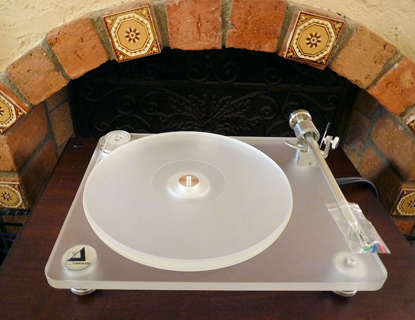 Clearaudio Emotion w/ Satisfy tone arm, no cartridge perfect entry level turntable