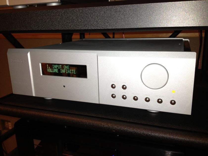 Boulder 810 Pre-amplifier
