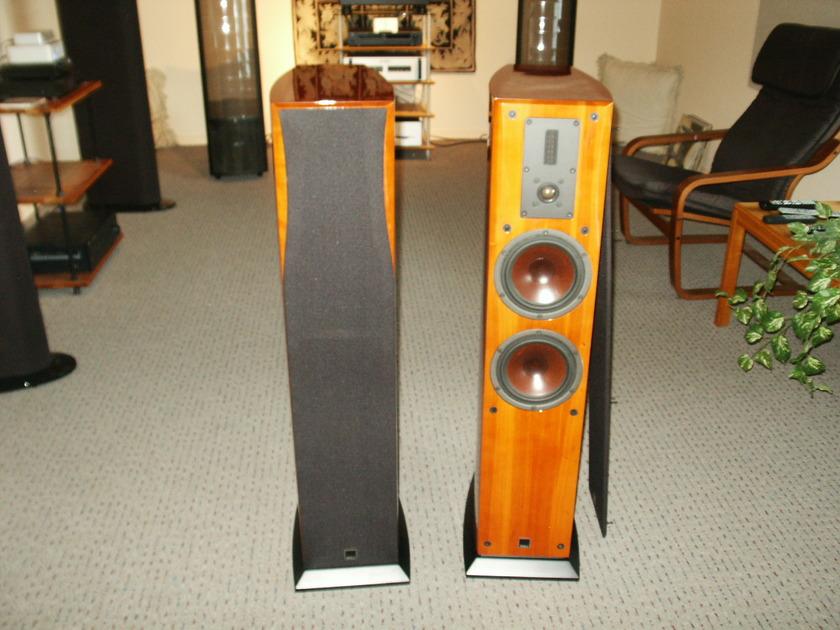 Dali  Helicon 400 gloss cherry speakers