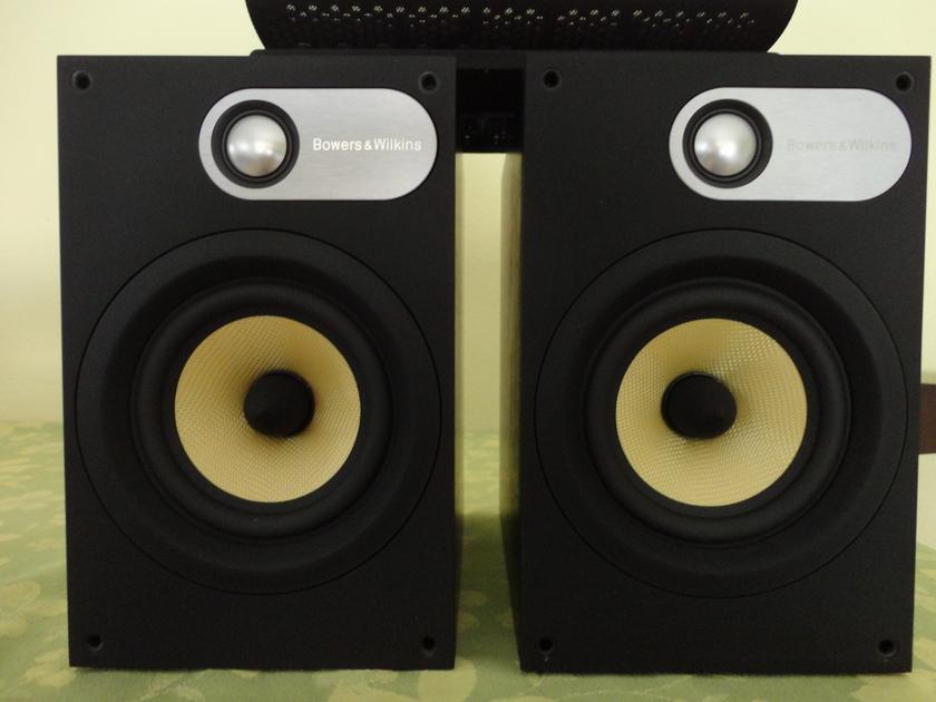 B&W 686 Speakers