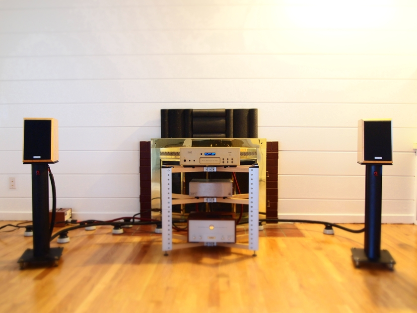 Orsiris  Reference Speaker Stands
