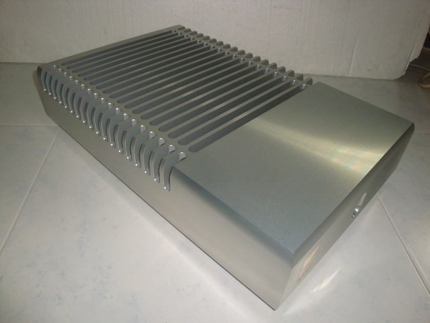 Ayre MX-R (single amp) in Silver like new condition - 230v