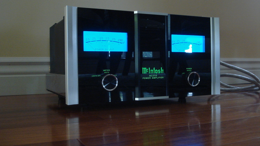 Mcintosh MC252 w/ Synergistic Research power Cord  very clean, 1 owner