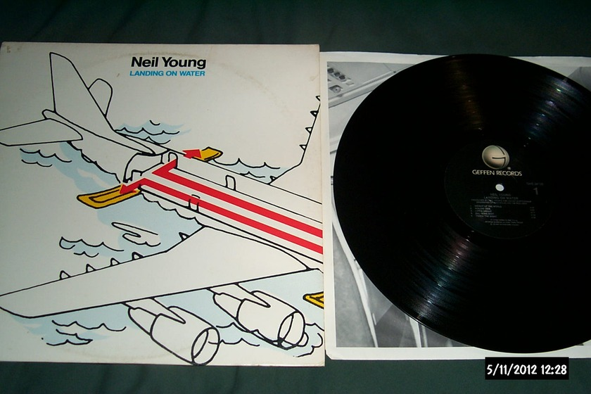 Neil Young - Landing On Water LP NM