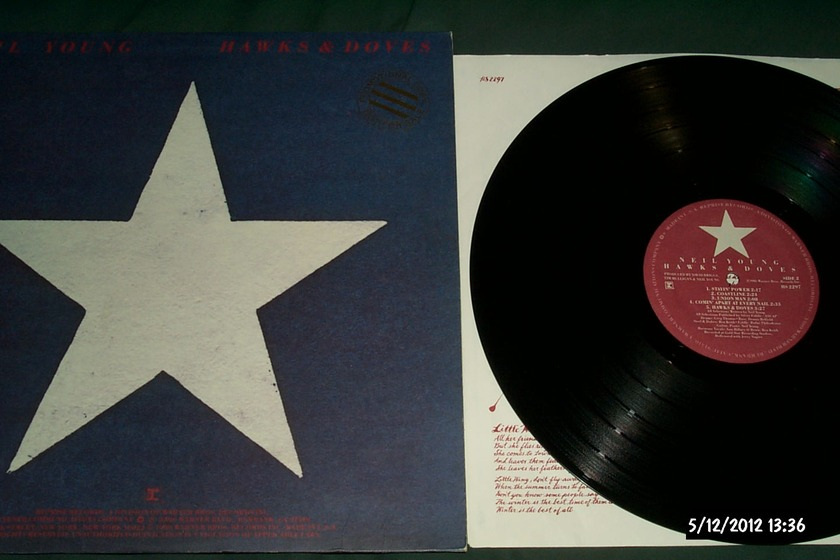 Neil Young - Hawks & Doves LP NM