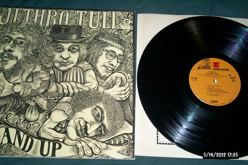 Jethro Tull - Stand UP lp nm with pop up cover