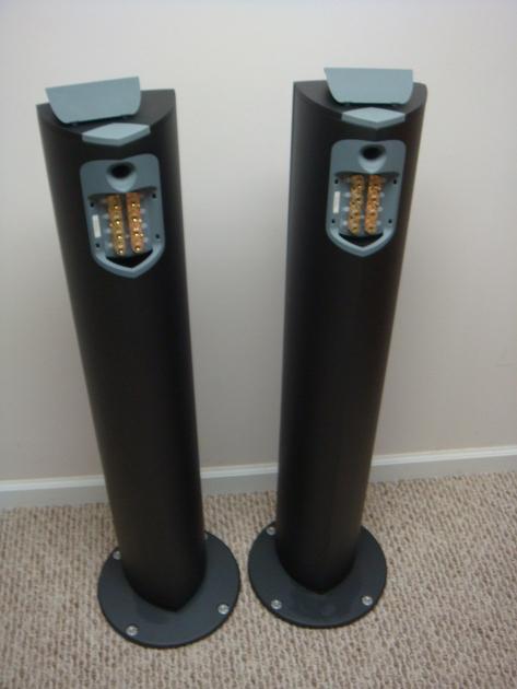 Linn Komponent 110 Full range speakers, MSRP $2,500 Graphite finish