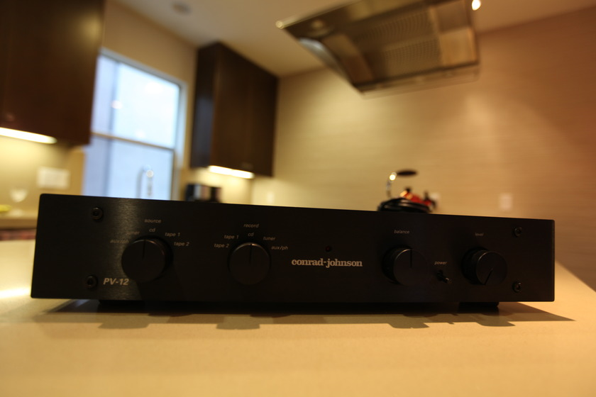 CONRAD JOHNSON PV-12A BLACK-WITH PHONO