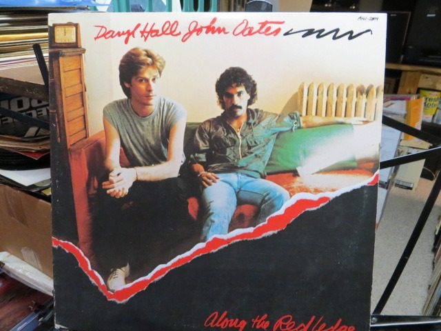 Hall-Oates - ALONG THE RED LEDGE